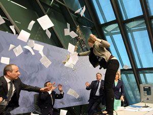 ECB Başkanı Draghi'ye şok protesto