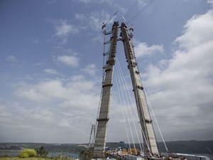 3. köprüde askı halatlar monte ediliyor