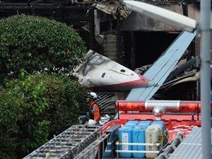 Uçak evlerin üstüne düştü; 3 ölü 4 yaralı