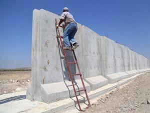 Sınıra 3 metrelik duvar