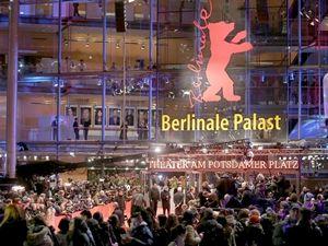 Berlin'de kırmızı halı şıklığı