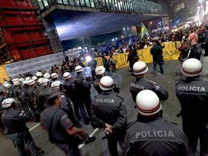 Brezilya'da siyasi kriz sürüyor