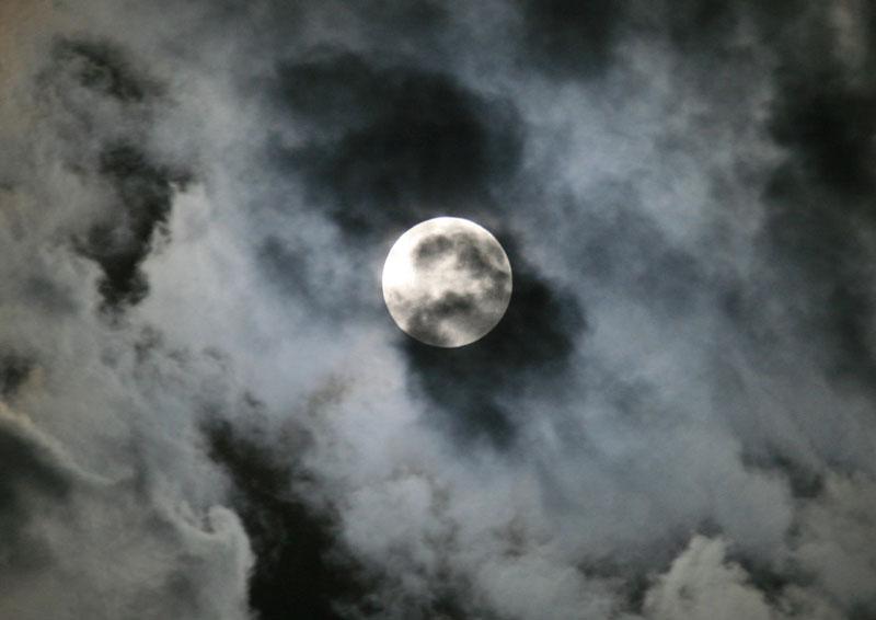 Ay tutulması çıplak gözle izlendi galerisi resim 1