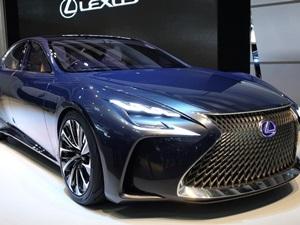 """Lexus """"En güvenilir otomobil"""" listesinde"""