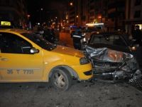 Konak'ta zincirleme kaza: 5 yaralı