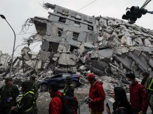 Tayvan'daki deprem anı kamerada