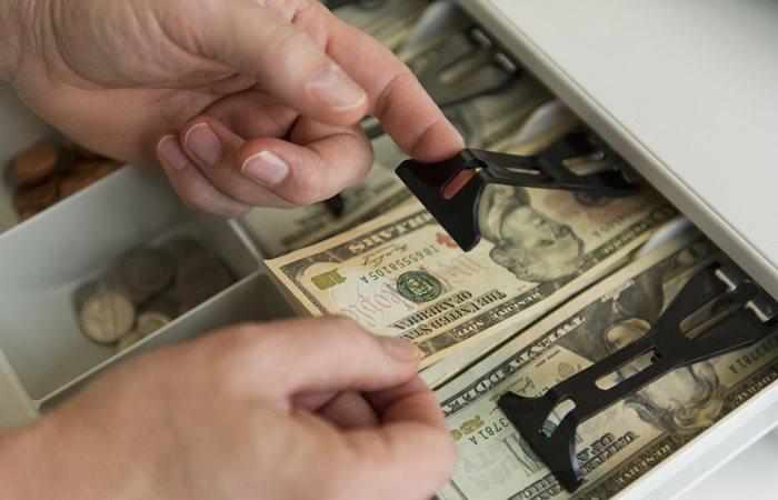 Dolar, psikolojik sınırın üzerinde - Dünya Gazetesi